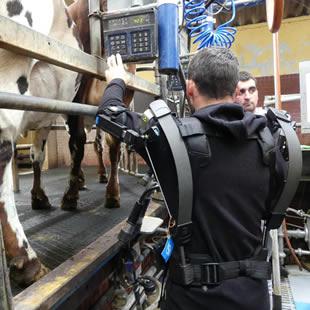 La ferme experimentale teste pour vous un exosquelette - Chambre d agriculture de la manche ...